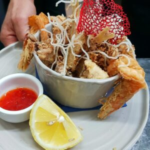 Calamaretti occhi di canna** fritti accompagnati da marmellata di peperoncini
