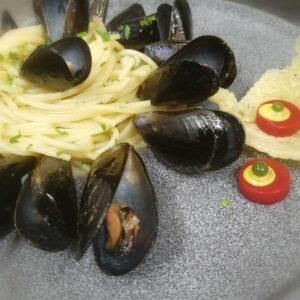 Spaghetti con Cozze e pecorino romano